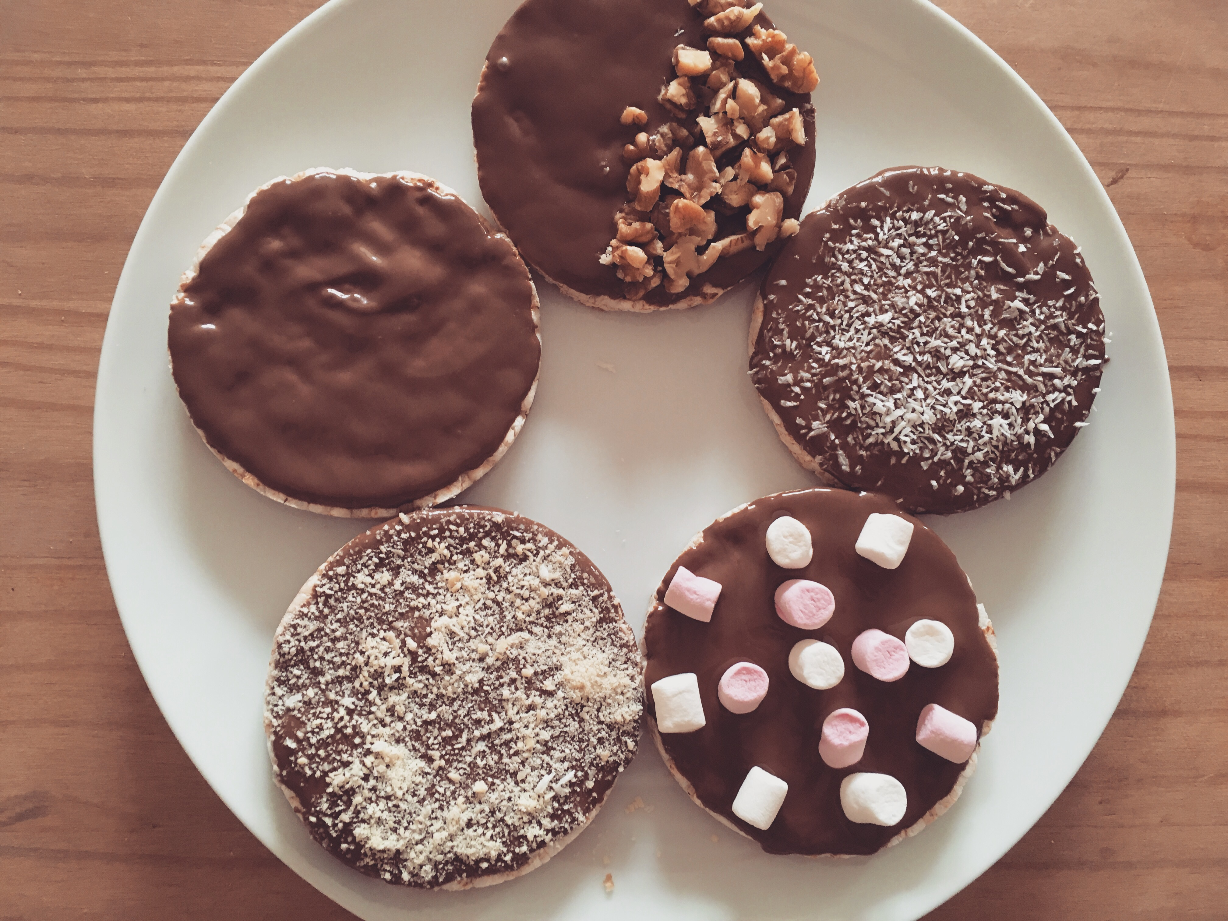 Low Calorie Chocolatey Fun With Rice Cakes!